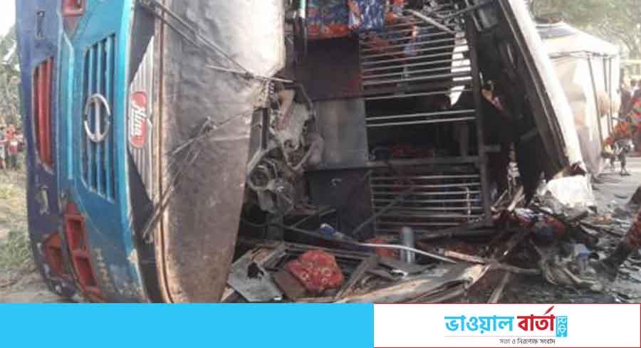 ঝিনাইদহে বাস-ট্রাক সংঘর্ষ: পাঁচজন শিক্ষার্থীসহ ১২ জন নিহত
